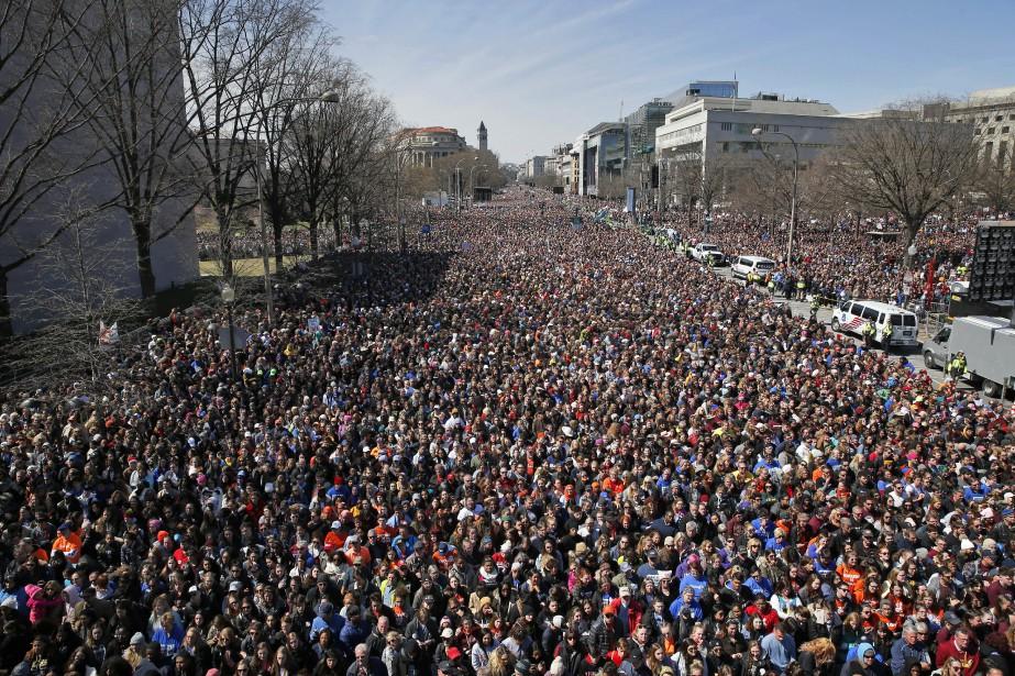 La foule manifestant à Washington s'est rassemblée sur Pennsylvania Avenue....   2018-03-24 00:00:00.000
