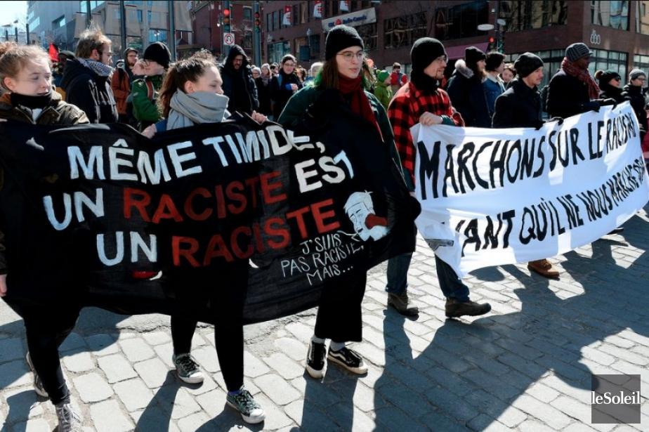 Des dizaines de manifestants se sont réunis cet après-midi à... (Photo Le Soleil)