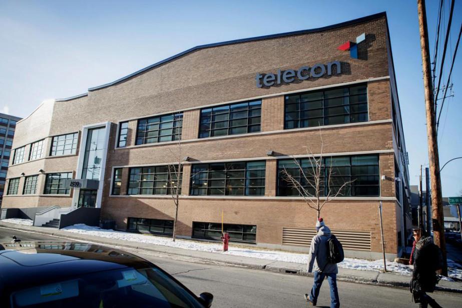 Les deux bâtiments acquis par la Financière Sun... (Photo Alain Roberge, La Presse)