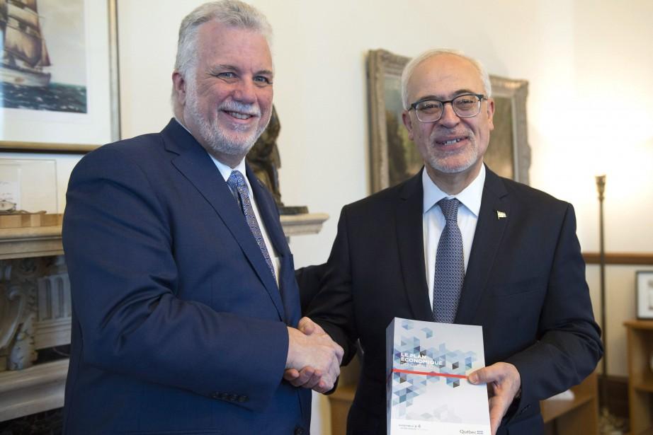 Philippe Couillard et CarlosLeitão.... (Photo Jacques Boissinot, La Presse canadienne)