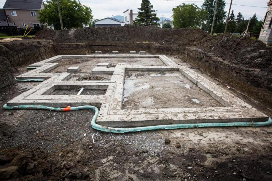 Installation d'un drain français au moment de la... (Photo Simon Giroux, archives La Presse)