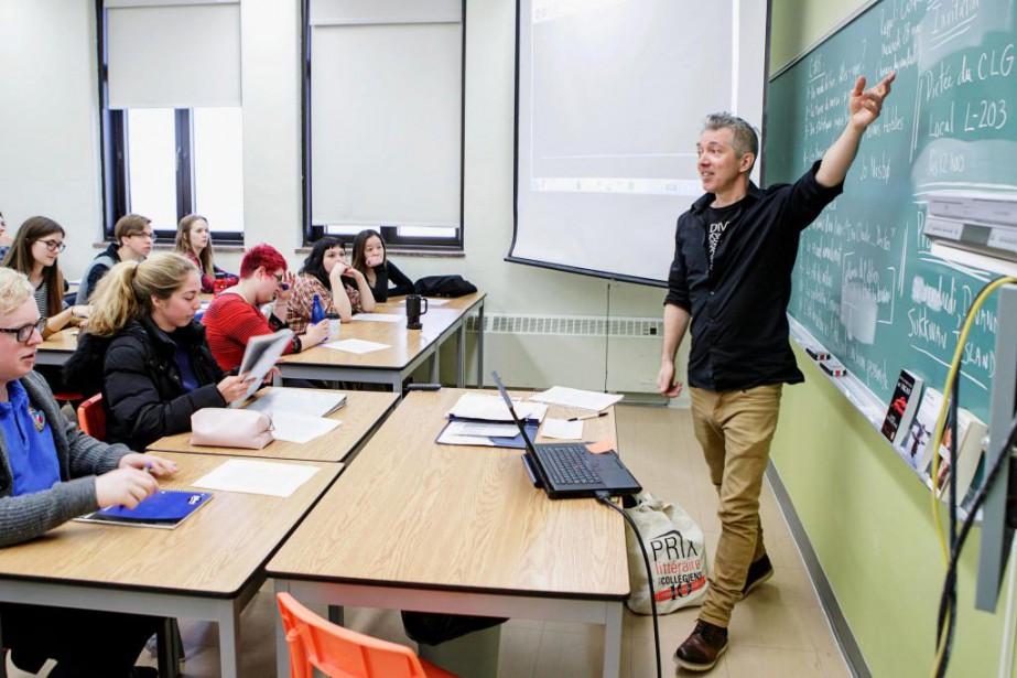 Simon Roy donne le coursCommunication et culture de... (PHOTO ALAIN ROBERGE, LA PRESSE)