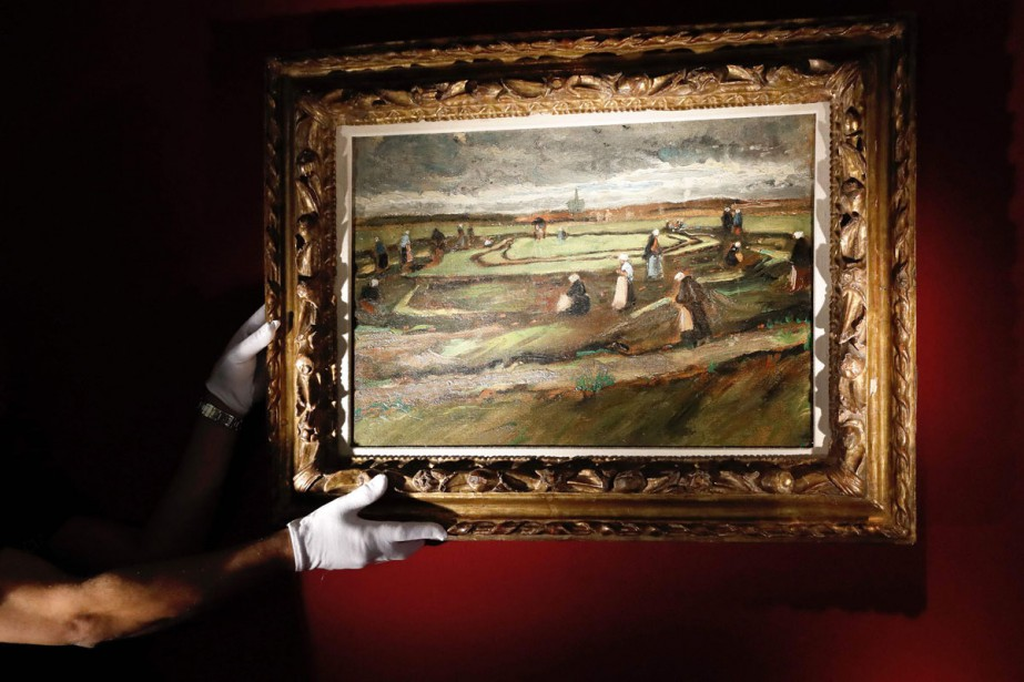 Raccommodeuses de filets dans les dunes de Vincent... (Photo AFP)