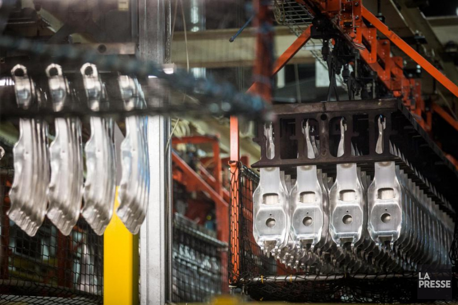 Les constructeurs automobiles utilisent des pièces en aluminium... (Photo Olivier PontBriand, La Presse)