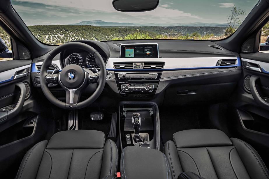 À l'avant, les sièges procurent un confort et un maintien sans reproche, et la position de conduite--plus basse que sur un X1--contribue à l'illusion de «faire corps avec son véhicule». | 29 mars 2018