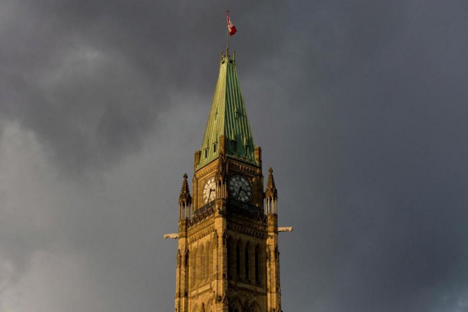 Malgré les ratés du système de paie Phénix,... (PhotoAdrian Wyld, Archives La Presse canadienne)