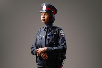 Plusieurs corps policiers au Canada ont déjà modifié... (PHOTO TIRÉE DU SITE DE LA POLICE D'EDMONTON)