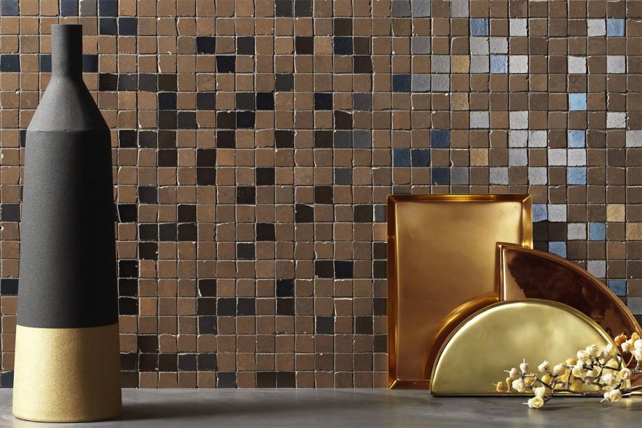 Céramique: La mosaïque aussi arbore des reflets métalliques. Celle-ci, de la collection Metaline, chez Stone Tile, s'installe un pied carré à la fois. | 4 avril 2018