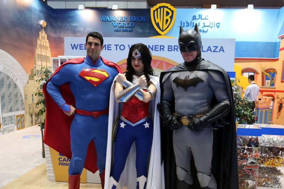 Des participants au Comic-Con Moyen-Orient vêtus en Superman,... (Photo AFP)