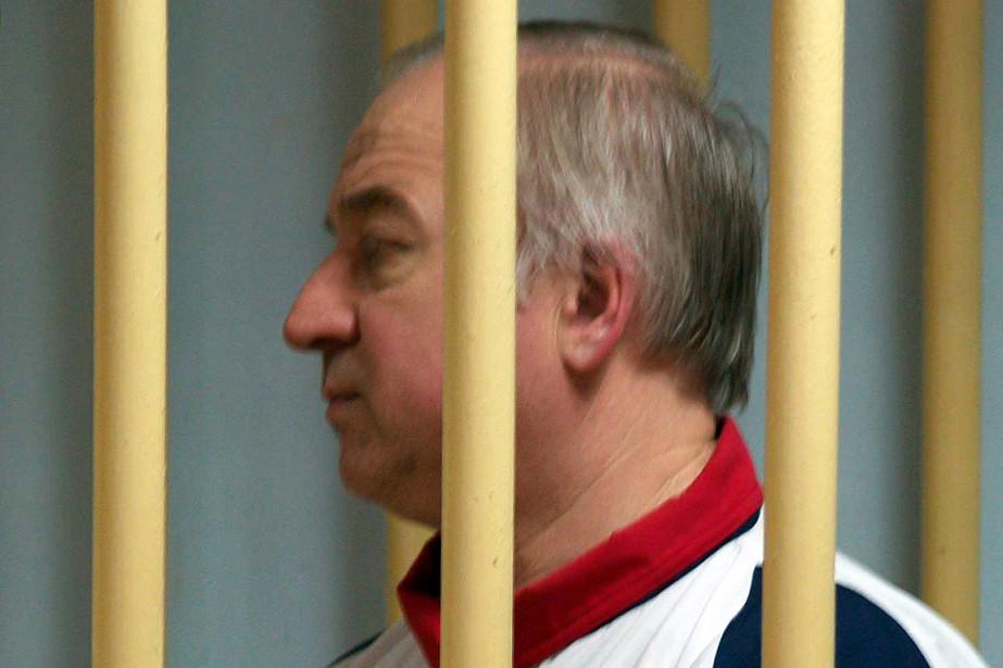 L'ex-espion Sergueï Skripal patiente dans la cage des... (PHOTO YURI SENATOROV, ARCHIVES KOMMERSANT PHOTO/AFP)