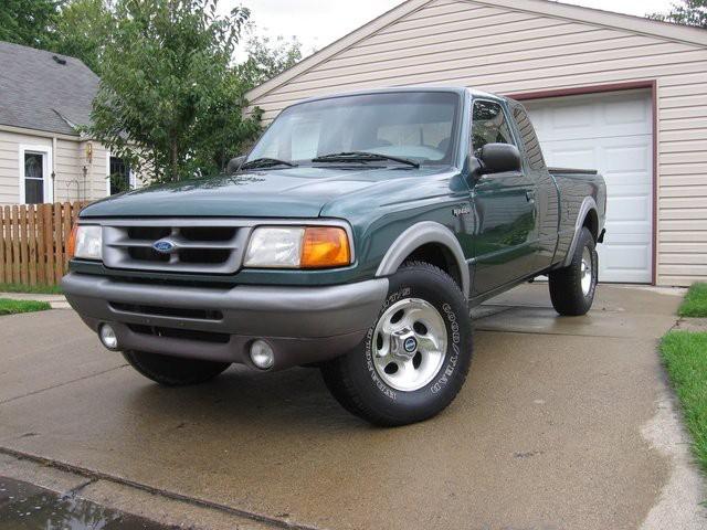 <strong>L'auto qui a marqué son enfance :</strong><strong></strong>LeFord Ranger 1996 de ses parents, à cause des sièges repliables derrière. ()