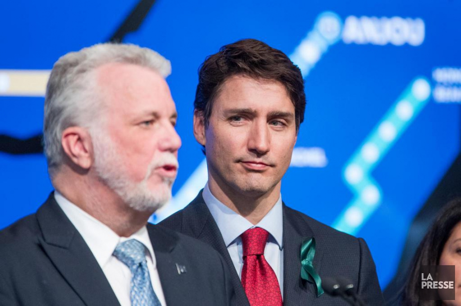 Le premier ministre du Québec, Philippe Couillard, ainsi... (PHOTO MARCO CAMPANOZZI, LA PRESSE)
