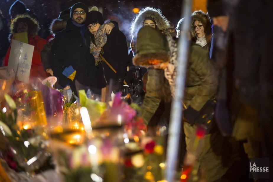 Une veilléede solidarité avait été organisée tout près... (PHOTO OLIVIER JEAN, LA PRESSE)
