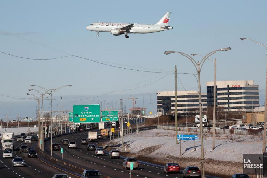 Un regroupement de citoyens résdiant près de l'aéroport... (Photo Martin Chamberland, Archives La Presse)