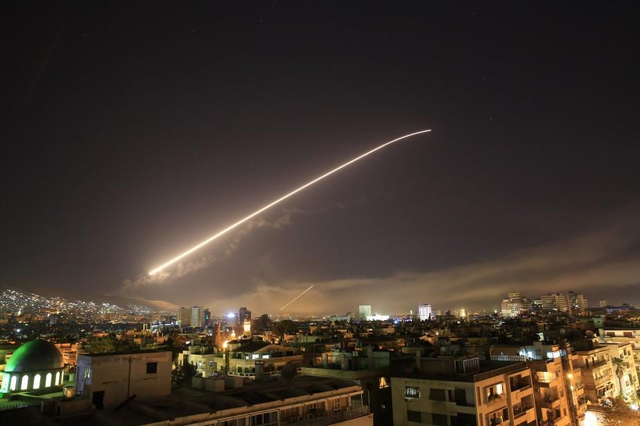 Sont visées avec différents types de bombes des... (AP)