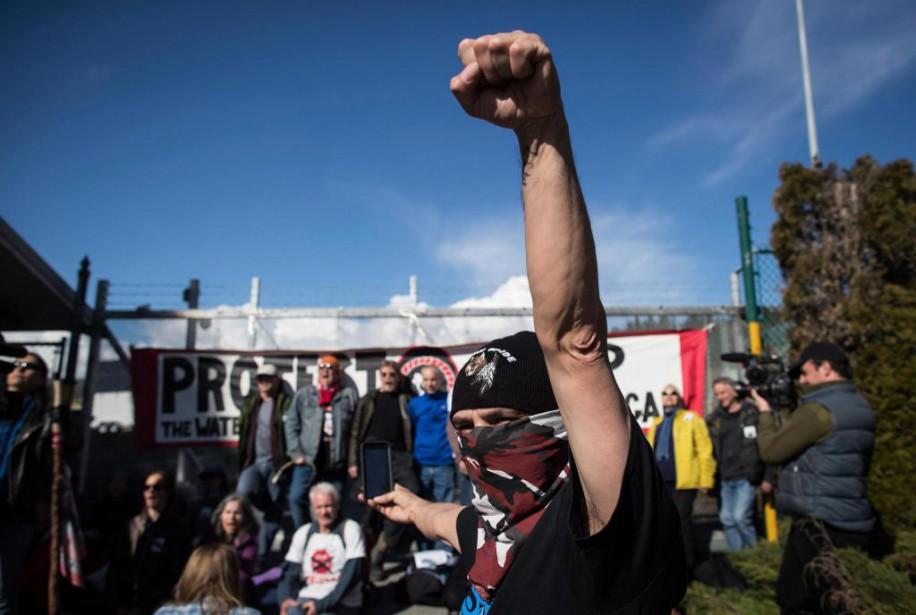 Les citoyens qui manifestent illégalement contre l'expansion de... (ARCHIVES PC)