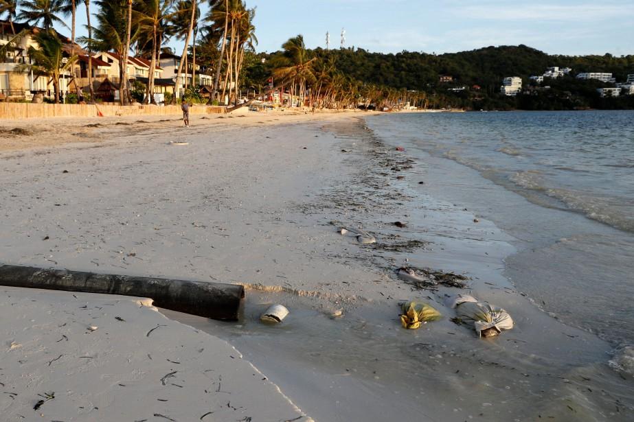 Un tuyau d'égout sur la plage Bulabog, sur... (Photo Erik De Castro, REUTERS)