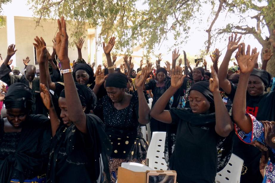 Les parents des otages et des milliers de... (Photo Audu MARTE, Agence France-Presse)