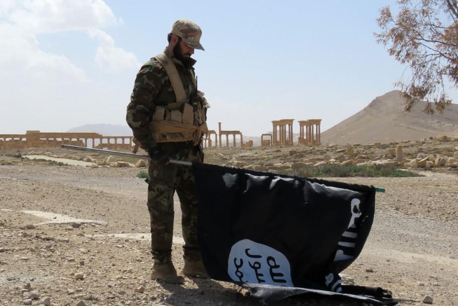 L'armée américaine surveille de près le groupe État... (ARCHIVES AFP)
