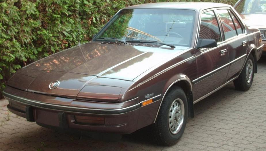 Sa première auto -  Une Buick Skyhawk 1982 dont les phares rétractables s'ouvraient ou pas selon des humeurs imprévisibles. | 18 avril 2018