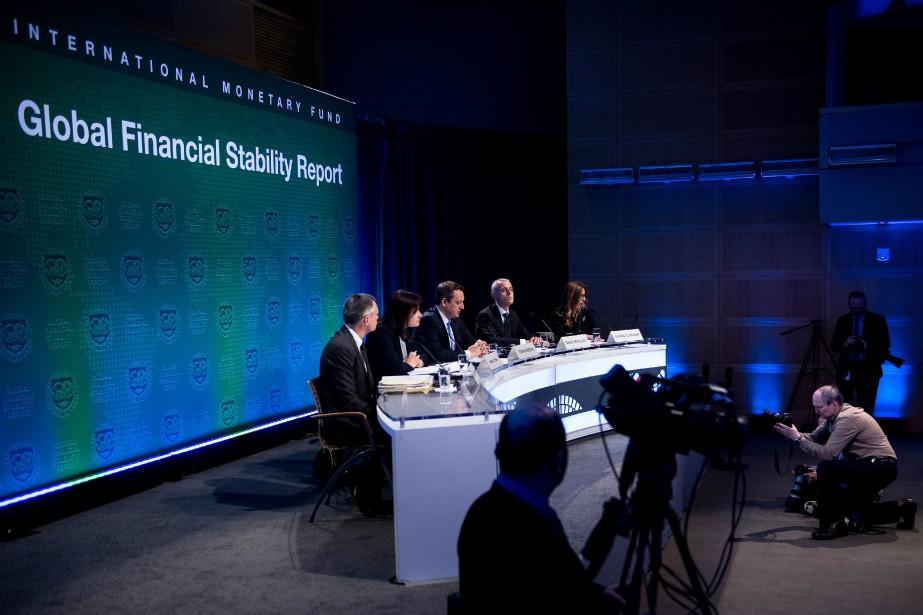 «À 164000milliards de dollars, soit près de 225%... (Photo Brendan Smialowski, Agence France-Presse)