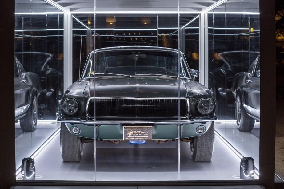 La voiture est exposée dans un abri de verre trempé illuminé durant la nuit. | 19 avril 2018