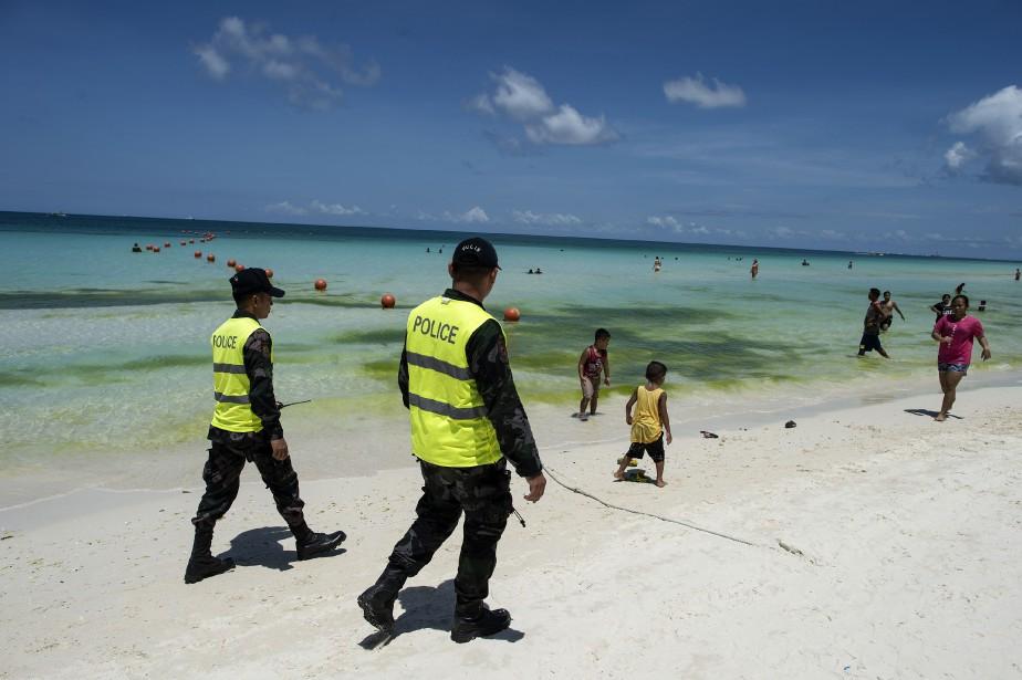 Boracay, île paradisiaque aux eaux jadis cristallines, subit... (AFP)