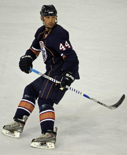Le défenseur des Oilers d'Edmonton a obtenu deux aides, hier, à son deuxième...