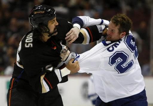Le dur à cuire des Maple Leafs de Toronto méritait-il une suspension pour avoir...