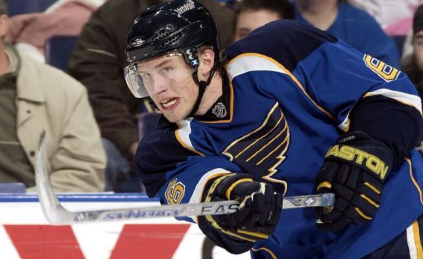 Premier choix au total de la LNH en 2006, le défenseur format géant Erik...
