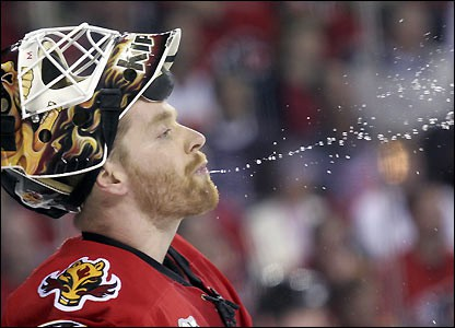 L'entraîneur des Flames de Calgary, Mike Keenan, a un joyeux dilemme.