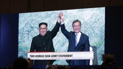 Le président sud-coréen Moon Jae-in et le dirigeant...