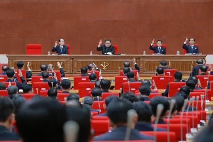 Kim Jong-un lors d\'une réunion du parti au...