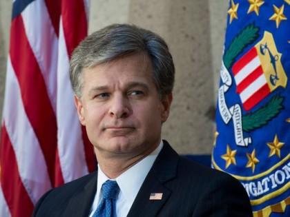Le directeur du FBI Christopher Wray essuie de...