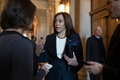 La sénatrice démocrate de Californie Kamala Harris s'oppose...