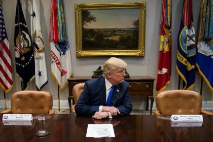 D'ordinaire, Donald Trump est flanqué par Mitch McConnell et Paul Ryan...