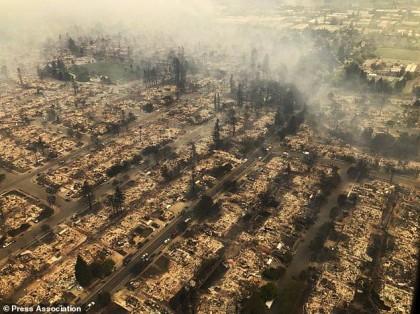 Au moins 17 personnes ont perdu la vie et des milliers de bâtiments ont été...