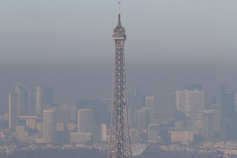 Sur cette photo de décembre 2016, la tour... (Thomas SAMSON, AFP)