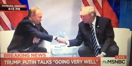 Début du tête-à-tête entre Vladimir Poutine et Donald...
