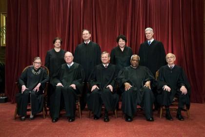 Les juges de la Cour suprême des États-Unis,...