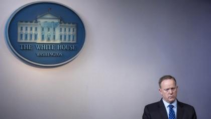 Sean Spicer n\'a pas encore démissionné mais la...
