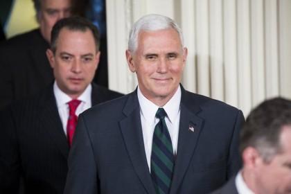 Mike Pence et le sourire d'un homme satisfait....