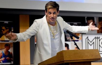 Le polémiste de Breitbart Milo Yiannopoulos est accusé...