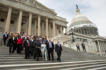 Plusieurs représentants démocrates resteront dans leur circonscription vendredi....
