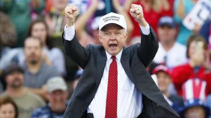 Jeff Sessions a été le premier sénateur à...