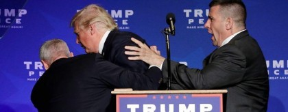 Des agents des Service secrets ont escorté Donald...