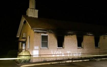 «Votez pour Trump», peut-on lire sur la façade extérieure d'une église noire de...