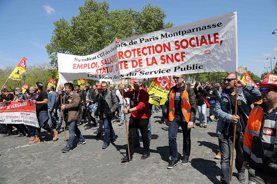 À Paris, plusieurs centaines de cheminots avaient commencé... (JACQUES DEMARTHON, AFP)