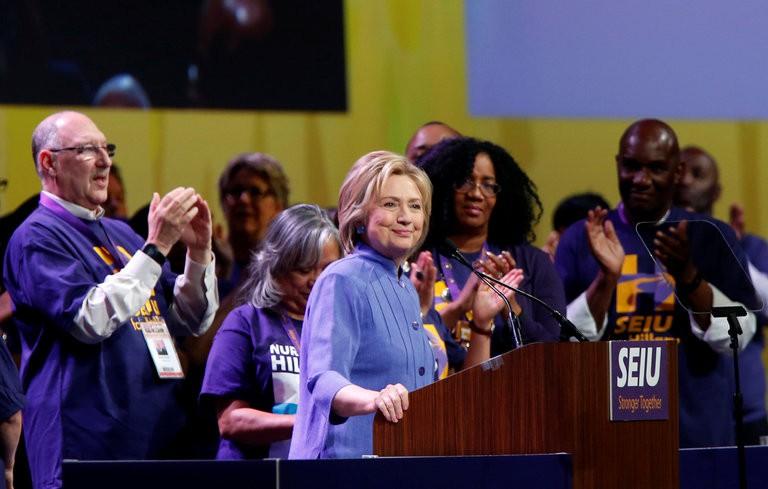 Hillary Clinton s\'est adressée aux membres d\'un grand...