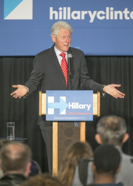 Bill Clinton a été interrompu par des militants...